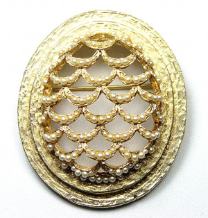195040  Dalsheim Pearl Brooch - Product Image