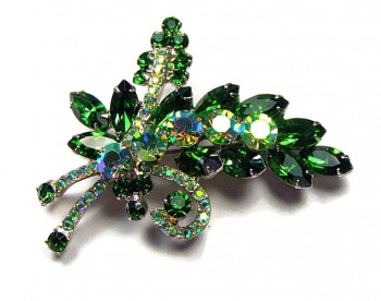 195056  Prong Set Emerald Green Aurora Spray - Product Image