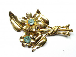 195076   Vintage Floral Bouquet w/Prong Set Stones - Product Image