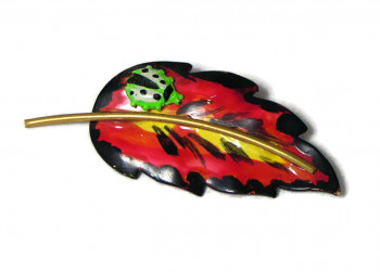 W195234  Hand Painted Bug on Leaf Pin - Product Image