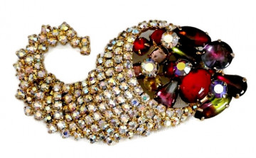 20300100  Caviness Cornacopia Brooch - Product Image