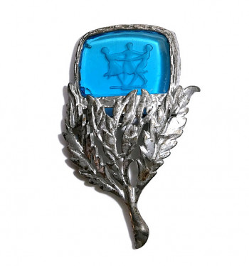 2030065  LN Intaglio Glass Brooch