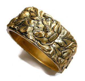 2030081  Repousse Wide Hinged Bangle - Product Image