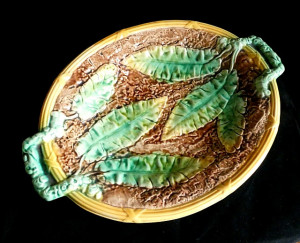 91300103  Antique Majolica Banana Leaf Platter - Product Image