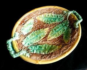 91300103  Antique Majolica Banana Leaf Platter