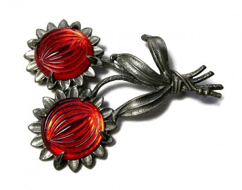 20300  LN Molded Glass Brooch - Product Image
