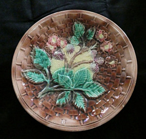 91300102  Antique Majolica Basket Weave Blackberry Plate - Product Image